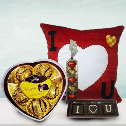 Attractive Personalized Hearty Delight Gift Combo for Girlfriend